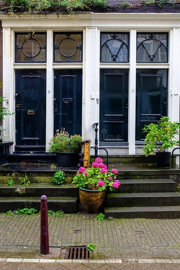 голубая дом двери стоковая фотография