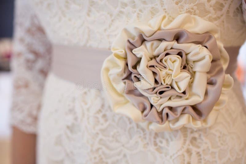 голубая подвязка цветка деталей шнурует венчание стоковая фотография rf