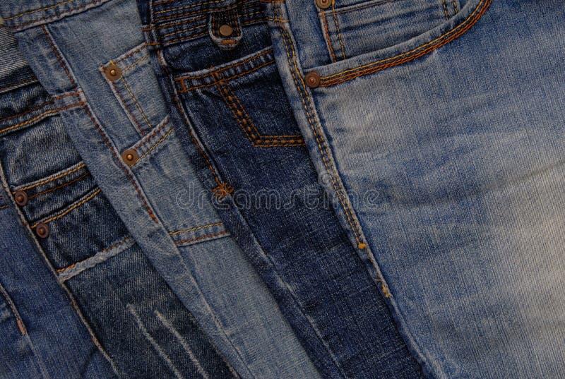 Голубая предпосылка джинсовой ткани, куча джинсов стоковые фото