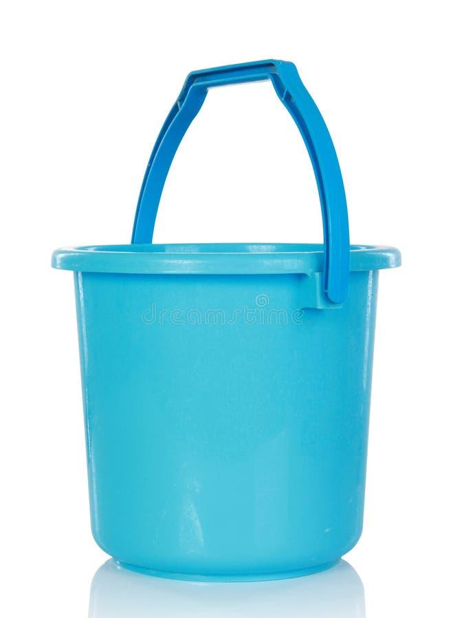Download голубая пластмасса ведра стоковое изображение. изображение насчитывающей ручка - 37928673