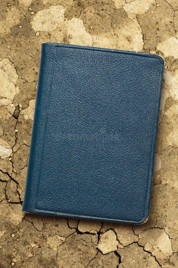 голубая темная тетрадь стоковые изображения rf