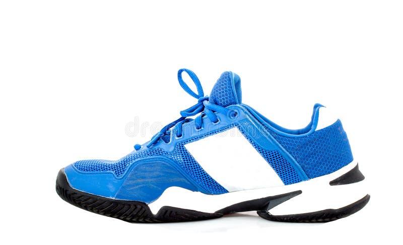 Голубая теннисная обувь на белом backgound стоковое изображение rf