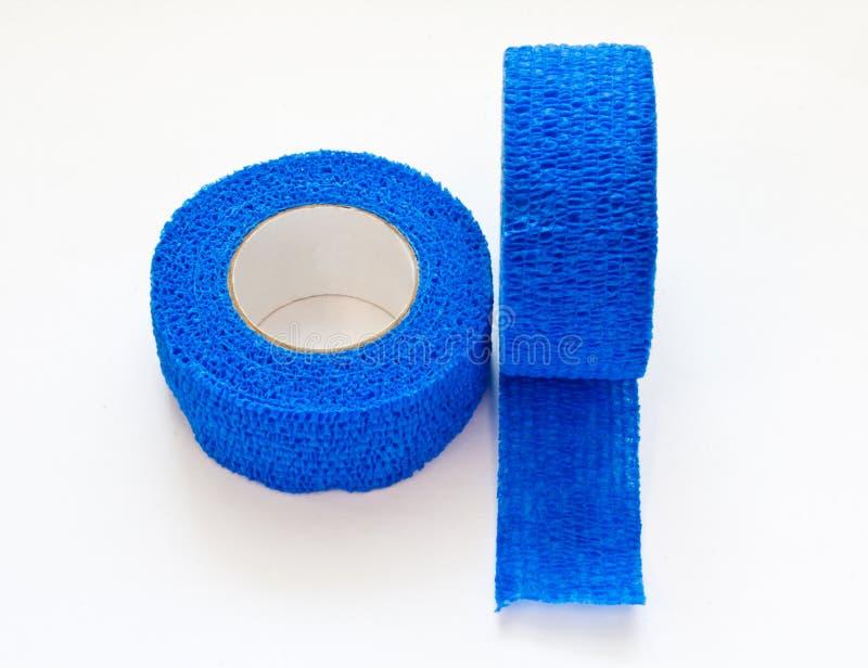 Голубая эластичная медицинская повязка стоковое изображение
