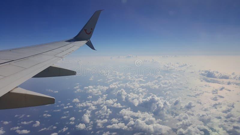 Голубое высокое небо стоковые изображения rf