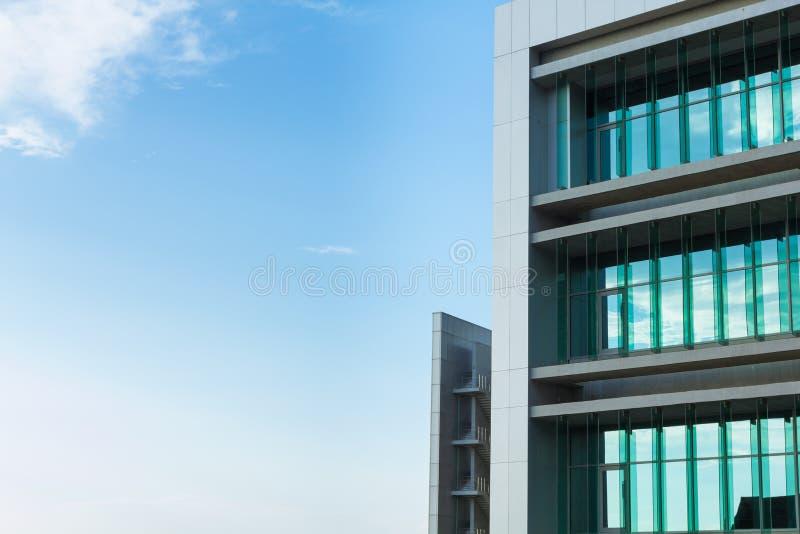 голубое небо здания стоковые фото