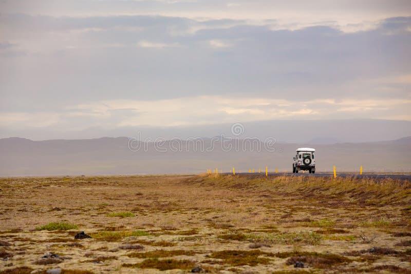 Голубое небо и автомобиль стоковые фотографии rf