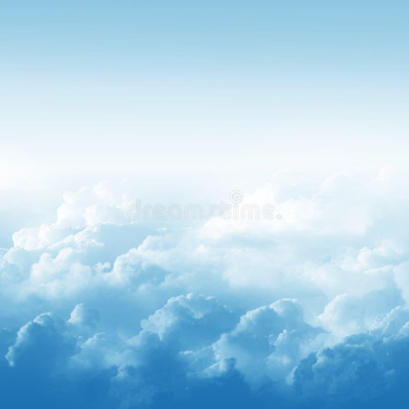 Голубое небо и облака бесплатная иллюстрация