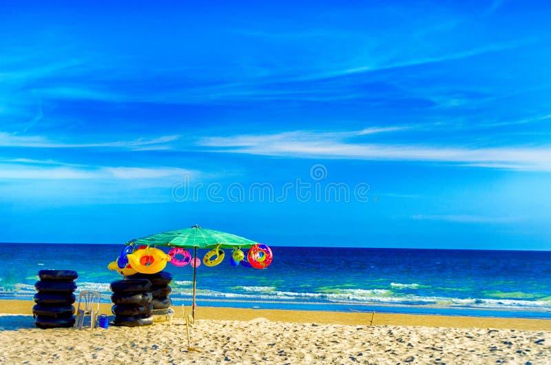 Голубое небо на пляже pheung штосселя mae стоковое изображение rf