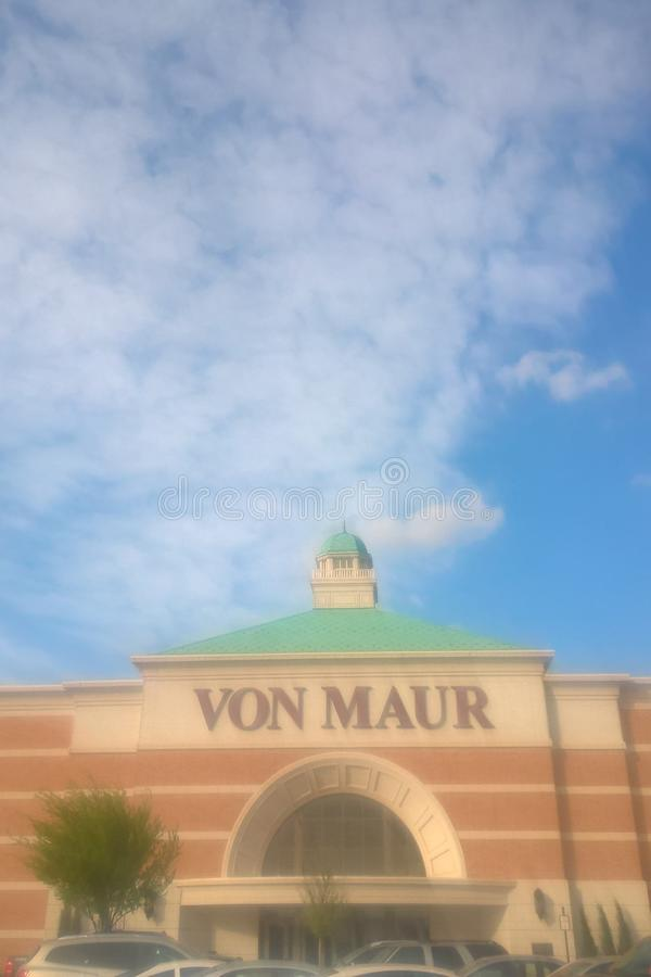 Голубое небо над торговым центром стоковое изображение rf