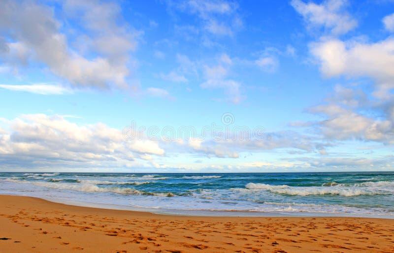 голубое небо океана стоковые фотографии rf