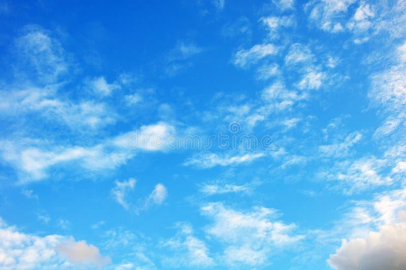 Голубое небо с крупным планом облаков стоковая фотография rf