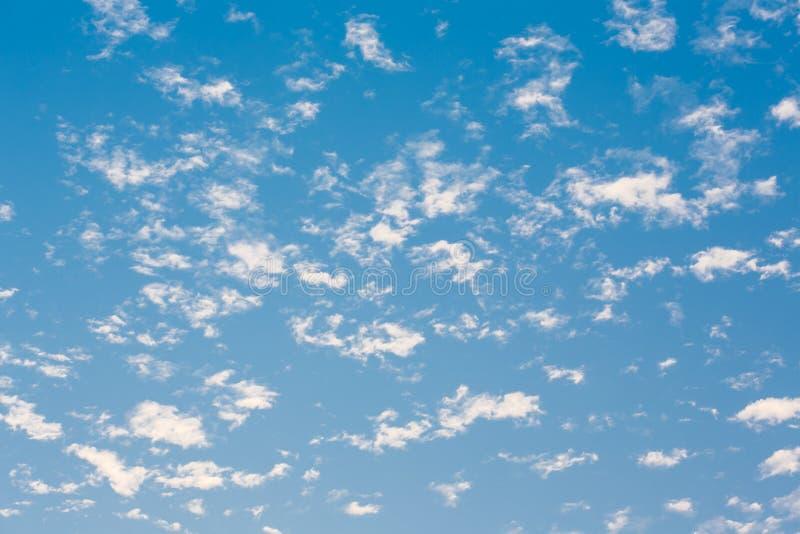 Голубое небо с облаком стоковое фото rf