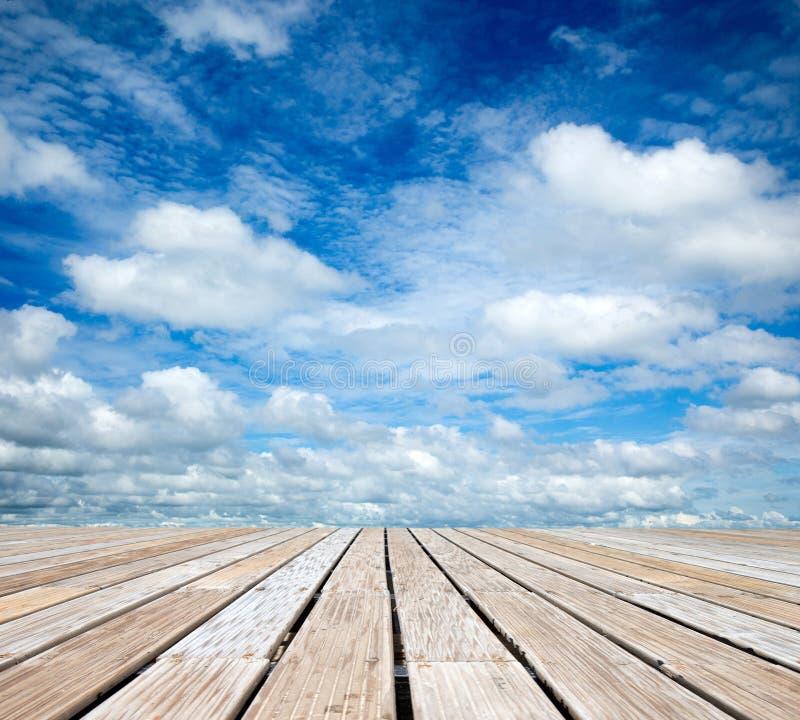 Download Голубое небо стоковое фото. изображение насчитывающей backhoe - 33729172