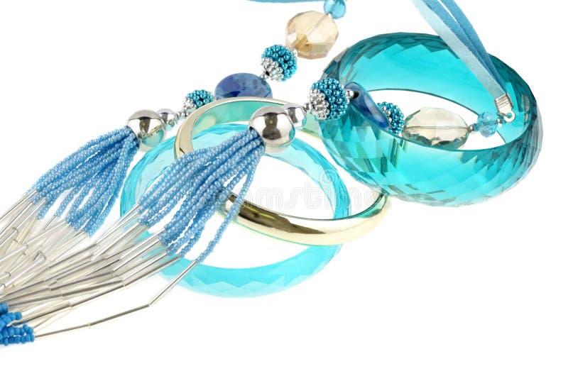 Голубое ожерелье с браслетами стоковое изображение