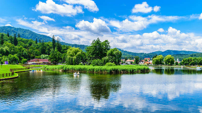 Голубое озеро стоковая фотография rf