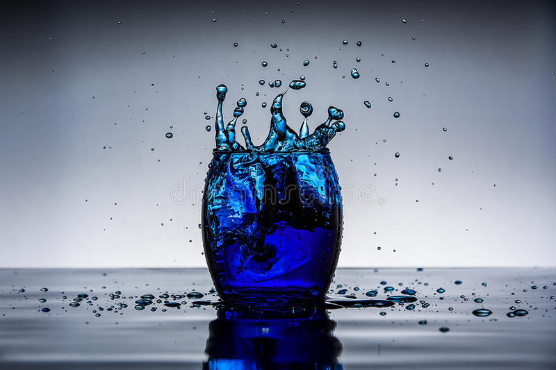 Голубое падение льда стоковая фотография