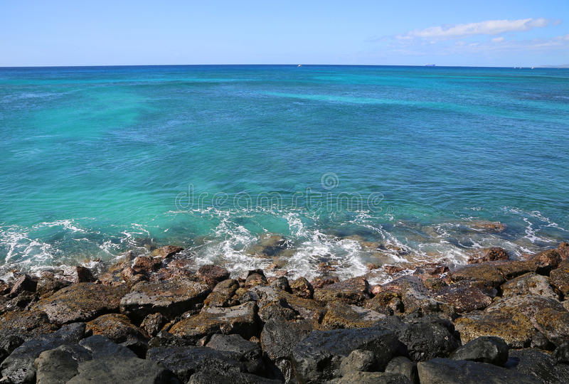 Голубое Тихий Океан от волнореза стоковая фотография
