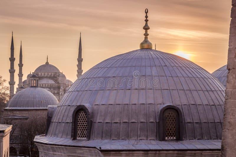Голубой взгляд захода солнца Стамбула Турции мечети стоковые фотографии rf