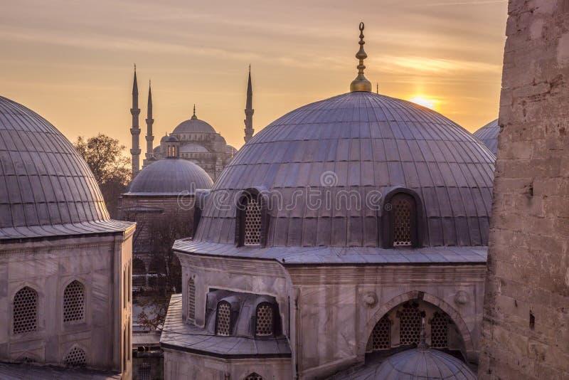 Голубой взгляд захода солнца Стамбула Турции мечети стоковое фото