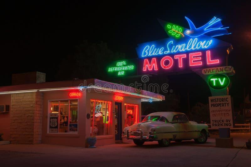 Голубой мотель ласточки, Tucumcari, трасса 66, Неш-Мексико, США стоковое изображение