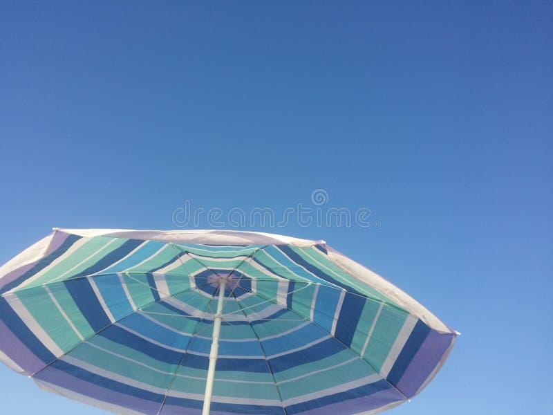 Голубой навес и голубое небо стоковые изображения rf