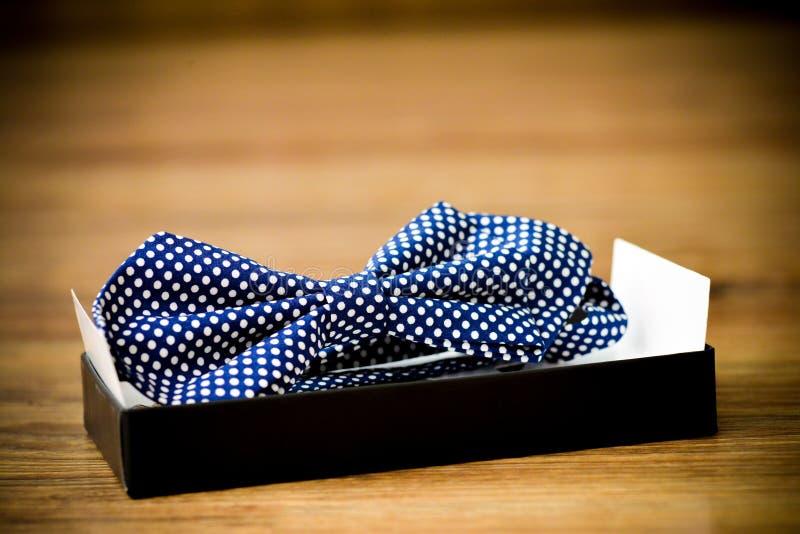 голубой натянутый лук стоковое фото