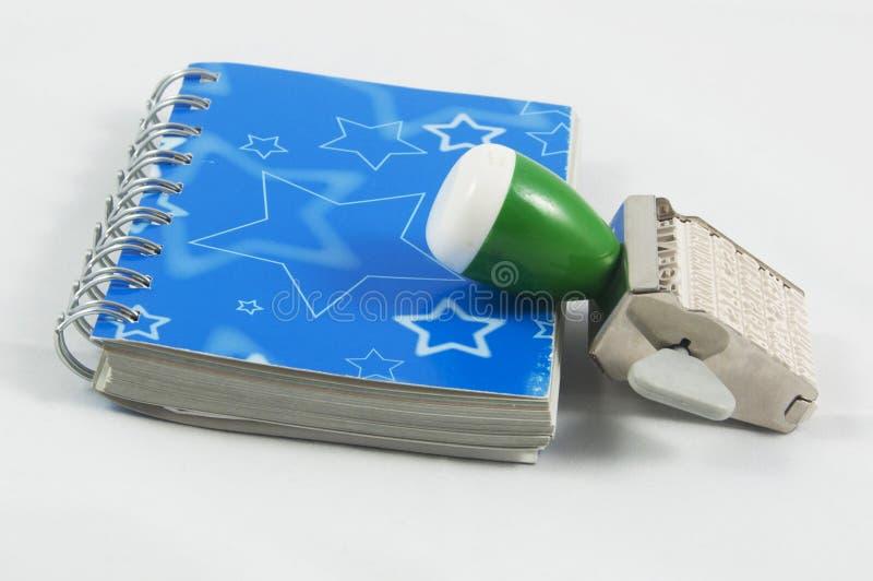 Голубой дневник и штемпель стоковые фото