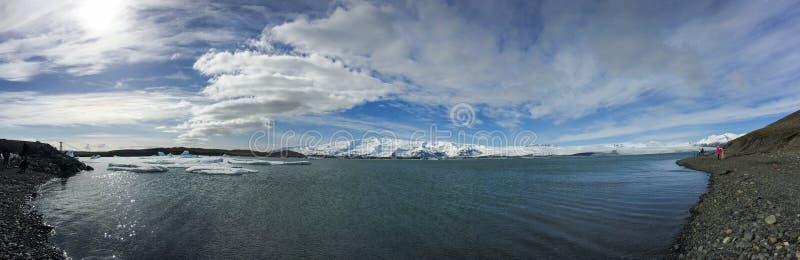 Голубой плавая лед, лагуна бирюзы, Jokulsarlon, Исландия стоковое фото
