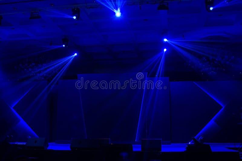 Download Голубой свет этапа стоковое изображение. изображение насчитывающей пятно - 37927987