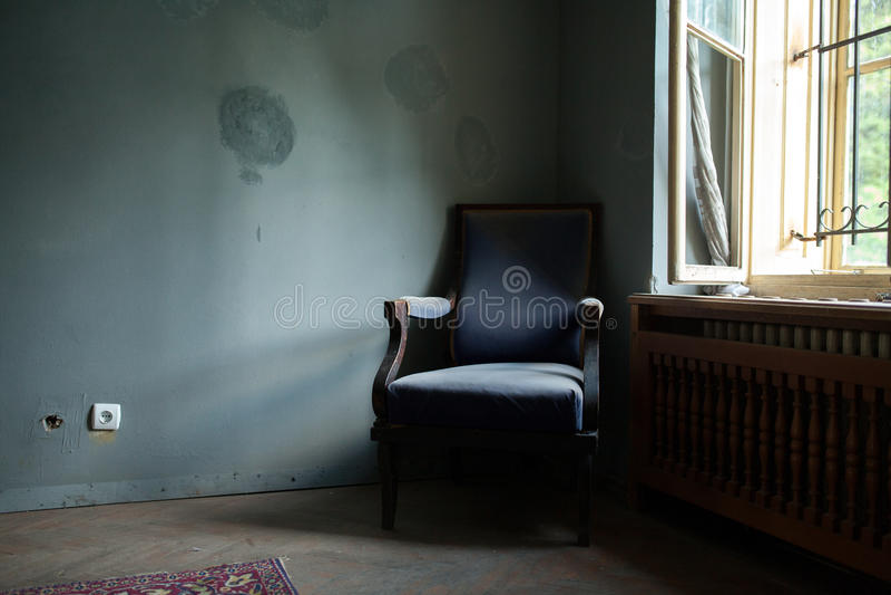 голубой стул старый стоковые фотографии rf