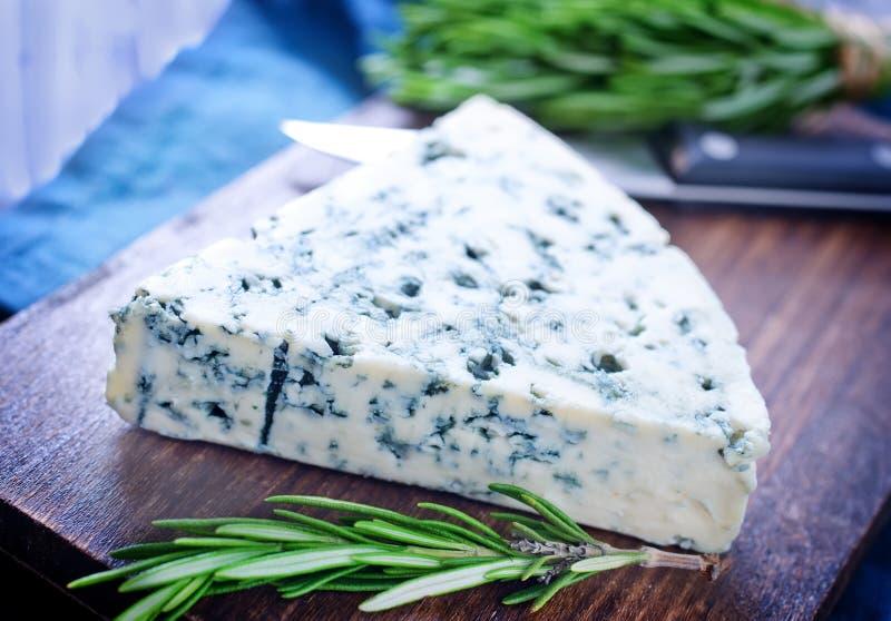 Download Голубой сыр стоковое фото. изображение насчитывающей диетпитание - 41659766