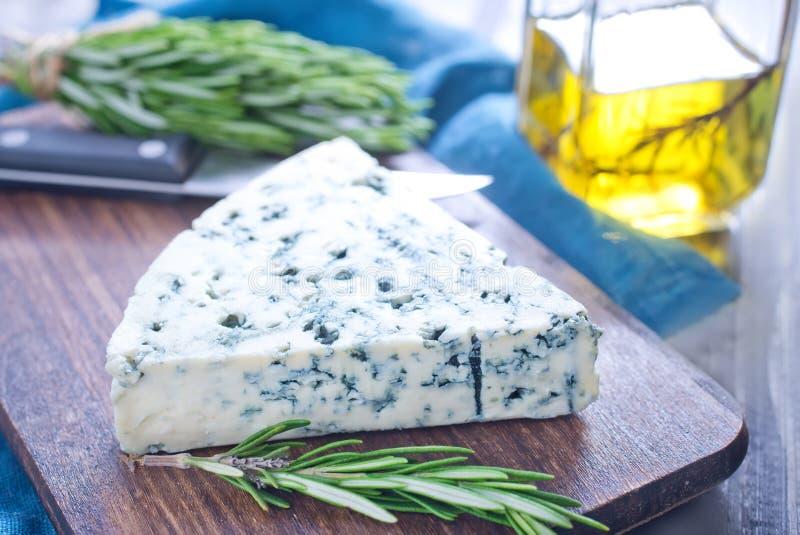 Download Голубой сыр стоковое фото. изображение насчитывающей молоко - 41659780