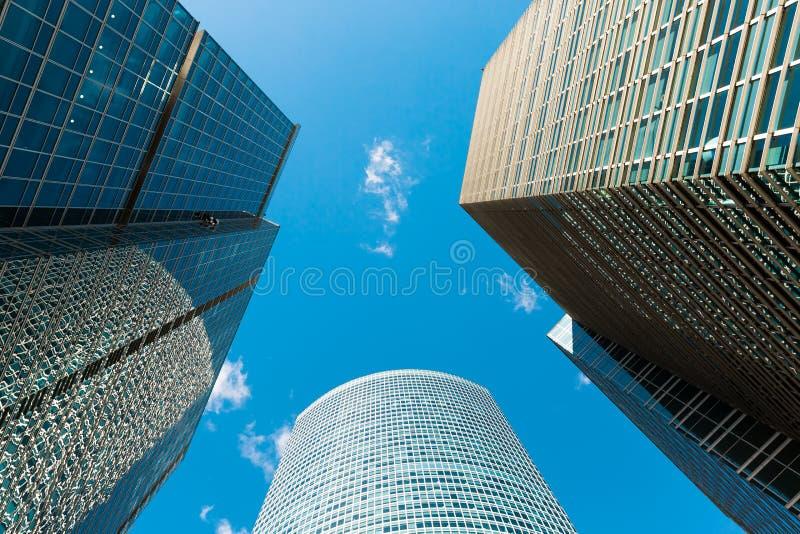 Голубой фасад небоскреба офис зданий berlin современное стеклянное silhouett стоковые изображения
