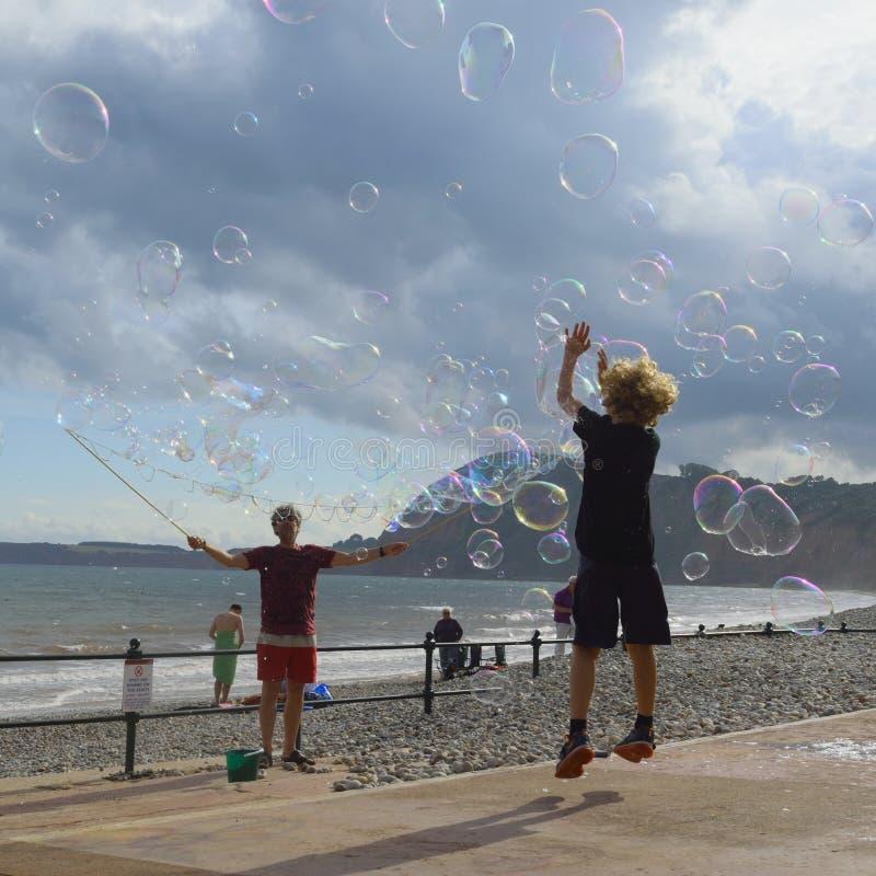 Download голубой Tonality структуры мыла пузырей Редакционное Изображение - изображение: 74999935