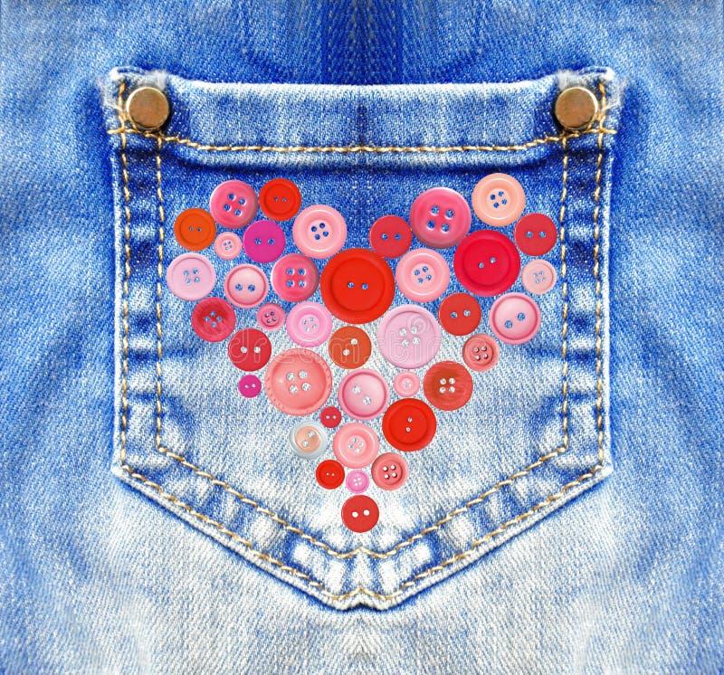 Голубые джинсы с карманн и сердцем от кнопок стоковое изображение