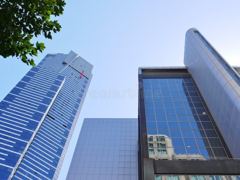 Download Голубые здания напротив голубого неба Редакционное Фото - изображение насчитывающей коммерчески, ново: 37925786
