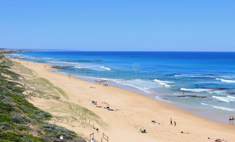 Голубые океан, пляж и небо, Австралия стоковые изображения rf