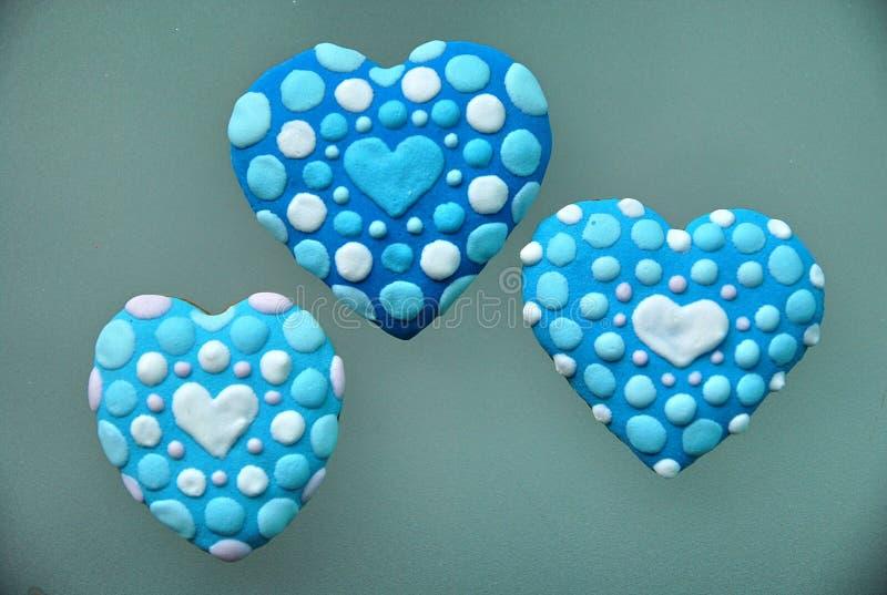 Голубые печенья сердца, день ` s валентинки стоковая фотография