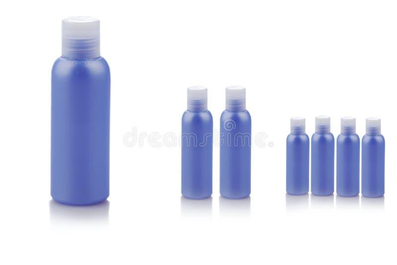 Голубые пластмасовые контейнеры стоковые изображения