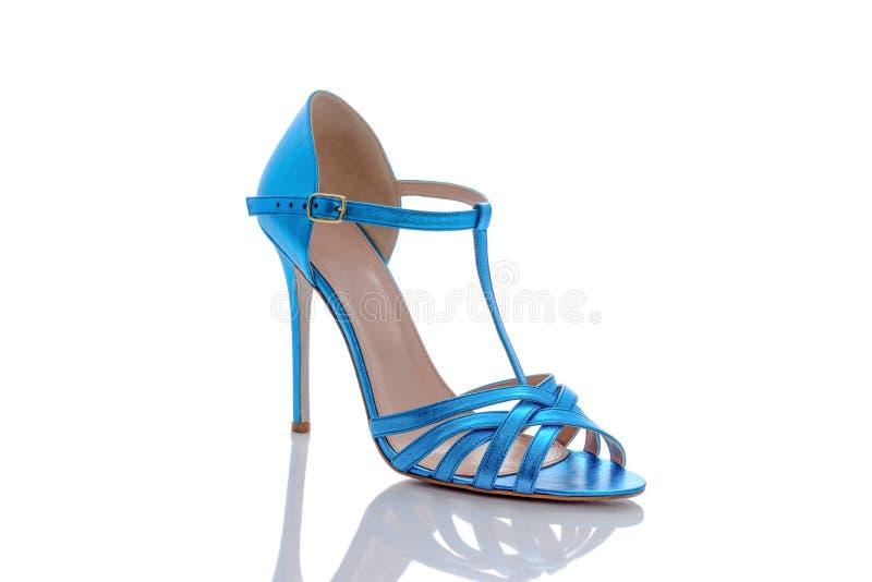 Голубые сандалии для современных женщин стоковое изображение rf