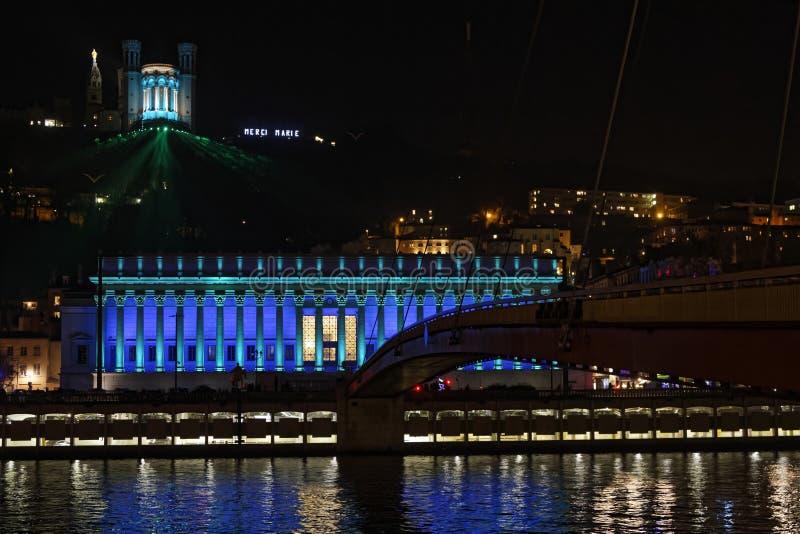 Голубые света на законе и базилике суда стоковые фото