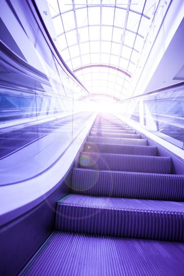 Голубые шаги эскалатора стоковое фото rf