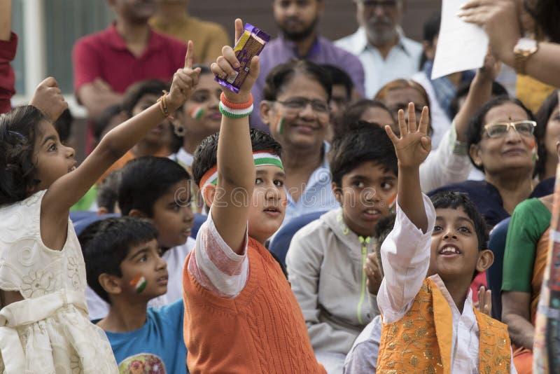 Граждане празднуют День независимости Индии с высокой энергией стоковые фотографии rf