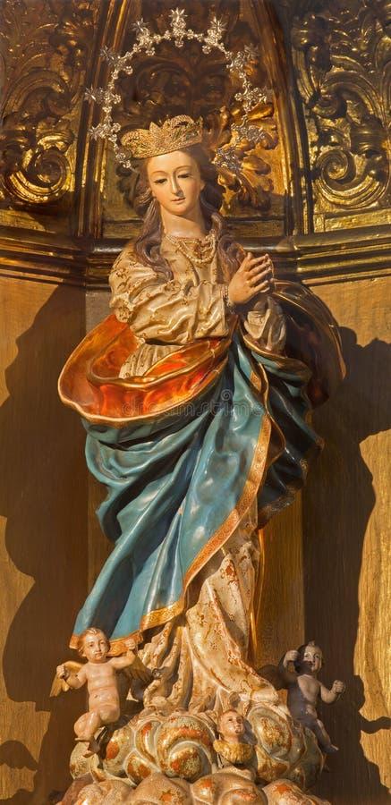 Гранада - высекаенная и polychrome барочная статуя непорочного зачатия в iglesia Сан Hipolito церков стоковые фотографии rf