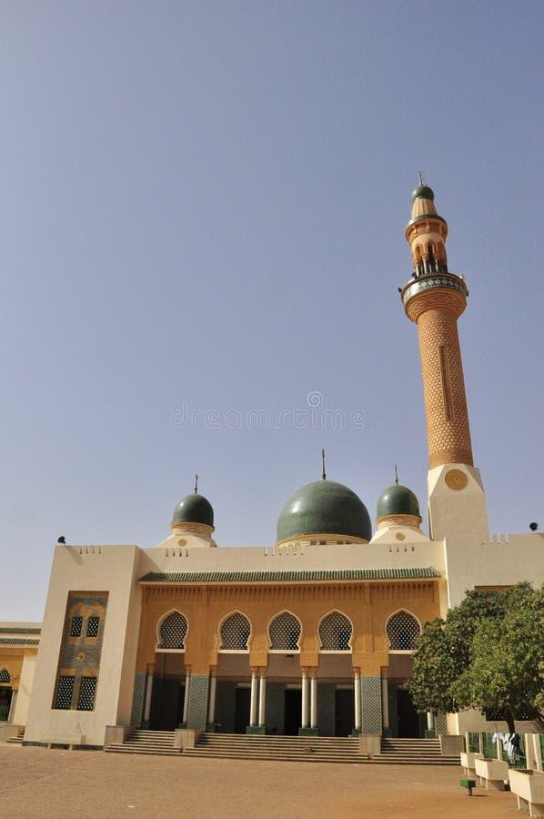 грандиозная мечеть niamey стоковое изображение rf