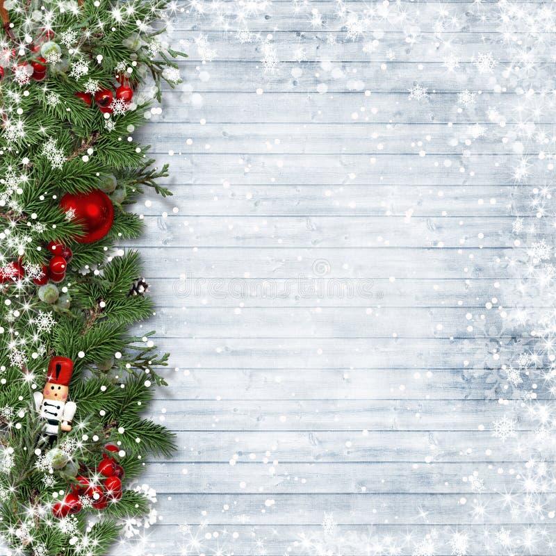 Граница рождества с падубом и Щелкунчиком на винтажной древесине стоковая фотография rf