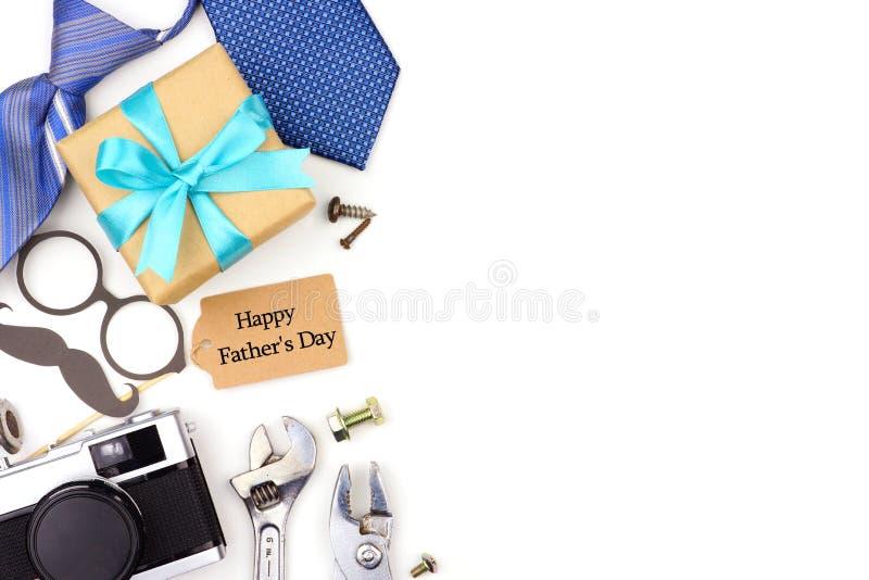 Граница стороны дня отцов подарков, связей и оформления изолированных на белизне стоковые изображения rf