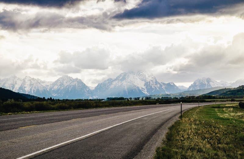 Грандиозное Teton - дорога стоковое изображение rf