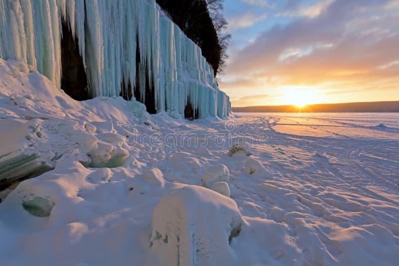 Грандиозные занавесы на восходе солнца - Munising льда острова, Мичиган стоковые изображения