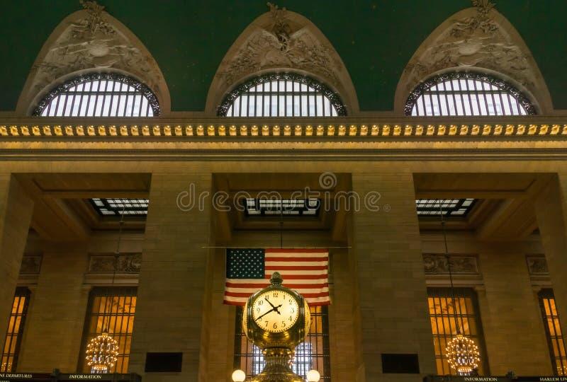 Грандиозные центральные часы с флагом и Windows стоковое изображение